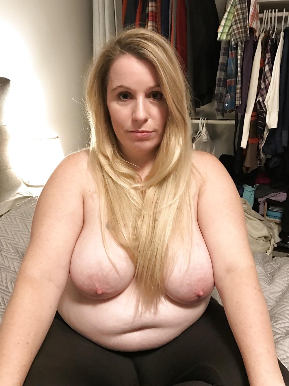 Debela mamica čija masna pizda je uvek mokra